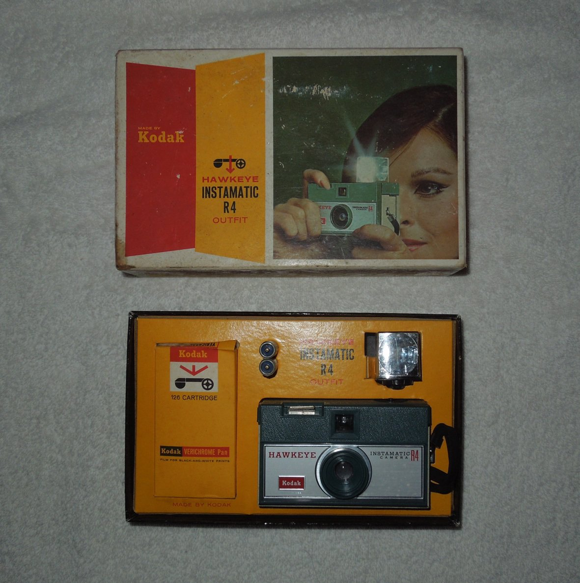 Kodak - Hawkeye Instamatic R4 Camera - Includes Original Box -  No. A74S - Vintage