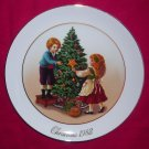 Avon Christmas Plate 1982-Keeping The Christmas Tradition-9 inch Vintage Excellent Condition