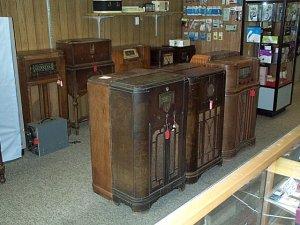 Lot of 14 Console Radios RCA G.E. Airline Silvertone Philco Majestic Motorola