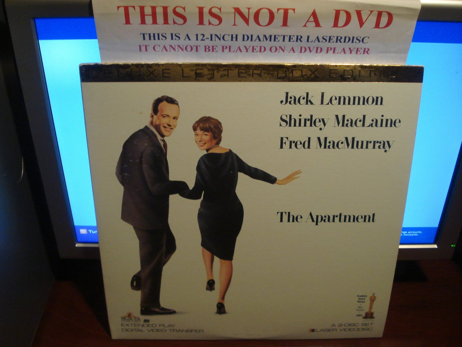 Laserdisc THE APARTMENt (1960) Jack Lemmon Lot#3 LTBX LD
