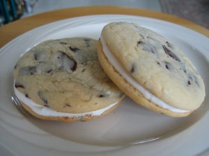 Chocolate Chunk Buttercream Cookie Sandwich - 6 in a pack