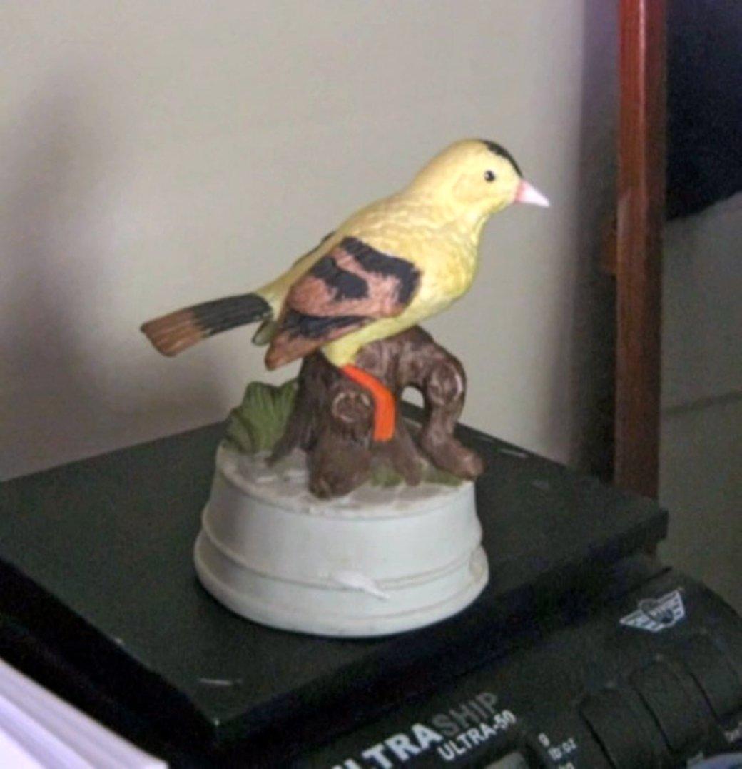 Vintage Yellow Bird on Stump Limb Porcelain Flambro Music Box #400098