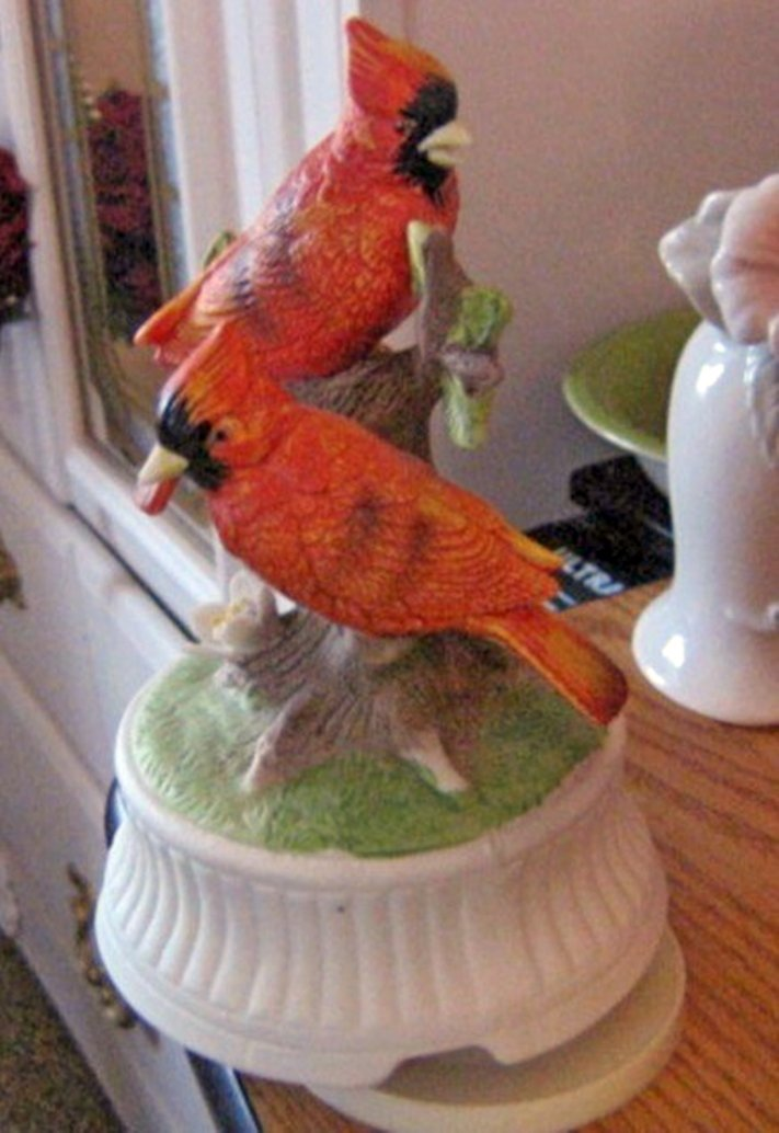 Beautiful Simpson Gifts Cardinal Couple Music Box Plays True Love  #400095