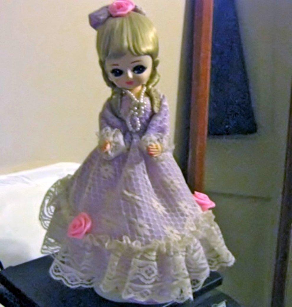 Vintage Bradley Music Box Doll Big Eyed Girl Dark Lavender Dress Blond Hair  #400123