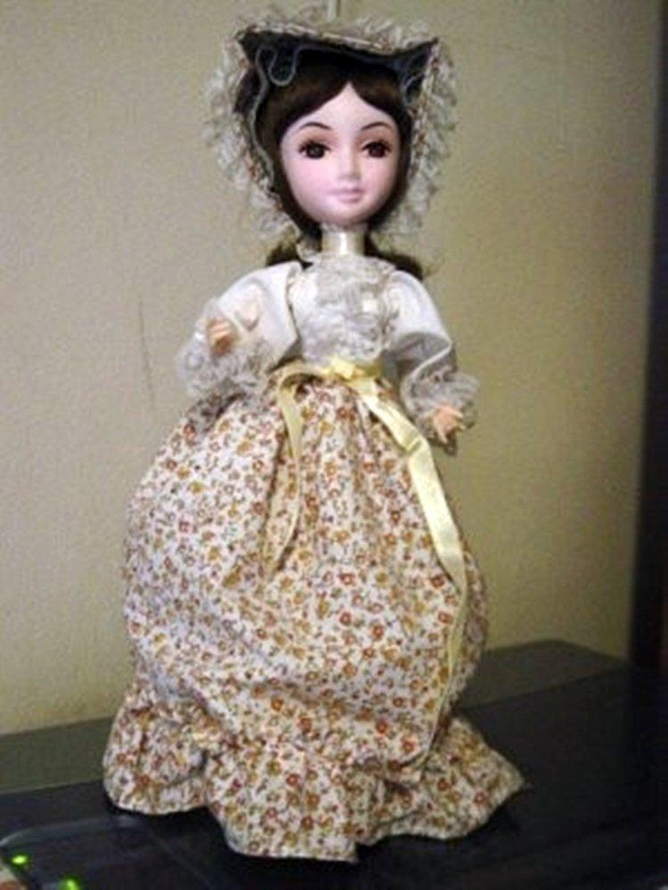 Vintage Little Girl Brinn Collector Edition Musical Music Box Doll Floral Dress #400017