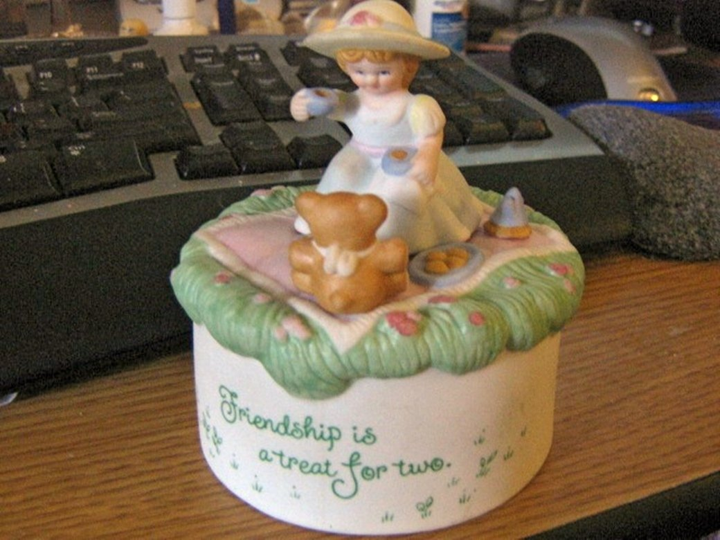 1983 Hallmark Musical Collection Friendship Music Box #400097