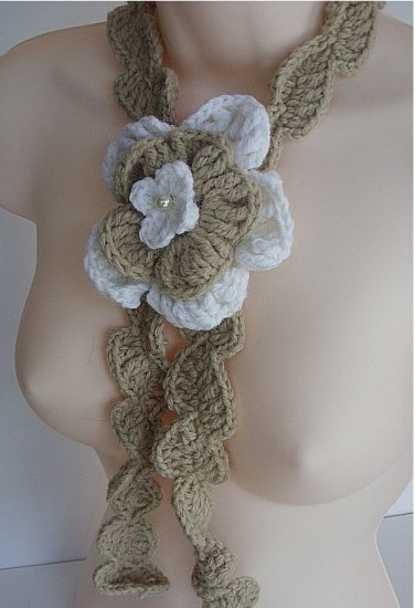Tan and White Flower Necklace 022