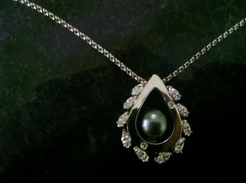 18k white gold diamond necklace w/ large Tahitian pearl