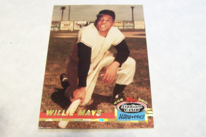 Willie Mays topps Stadium Club Ultra Pro Baseball Card
