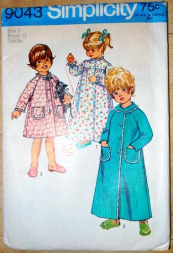 Vintage Simplicity 9043 childrens' sleepwear pattern for robes, nightgowns, dated 1970.
