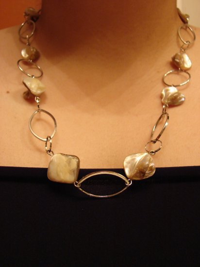 Silver chain link necklace with colored mother of pearl bead