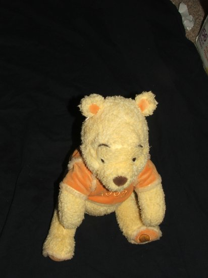 POOH STUFFED ANIMAL NWT $14.50 DISNEY STORE