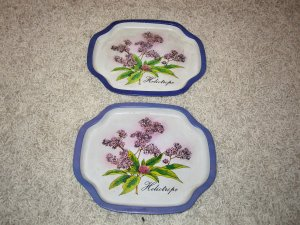 2 Vintage Heliotrope flower Made in Hong Kong tin trays