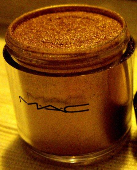 MAC Pigment Sample- Blonde's Gold