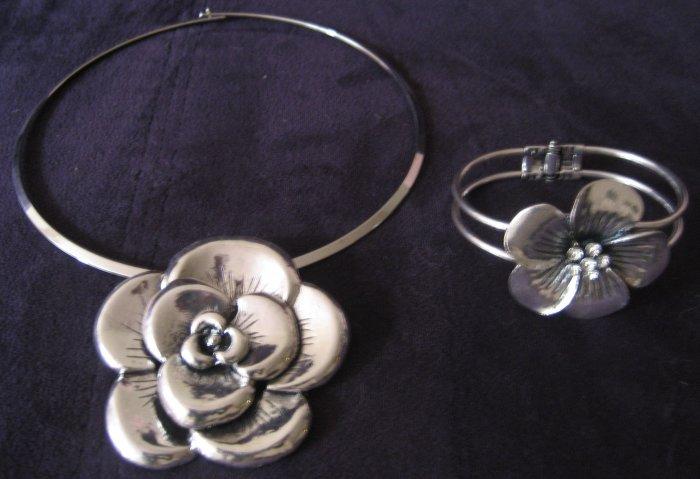 Silver Flower Set Choker