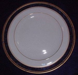 """Royal Doulton """"Stanwyck"""" Dinner Plate"""