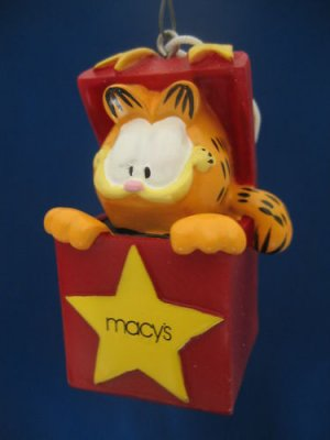 GARFIELD Cat in Box Macy's 2003 Christmas Ornament MIB