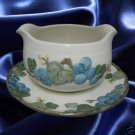 METLOX POPPY TRAIL SCULPTURED GRAPES GRAVY BOAT W/PLATE