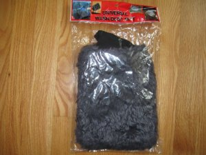 UNIVERSAL CAR WASH OR DUST MITT NEW IN PACKAGE