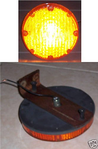 """7"""" round Amber 12 Volt light with mounting bracket"""