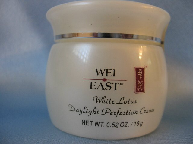 WEI EAST White Lotus DAYLIGHT PERFECTION Cream 0.52 oz