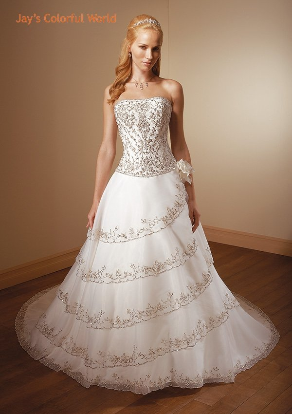 Scoop Neckline Strapless Embroidery Beading Tuller Wedding Dress Bridal Gown