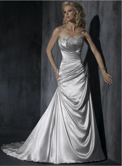 Scoop Neckline Appliqued Beaded Strapless Wedding Dress