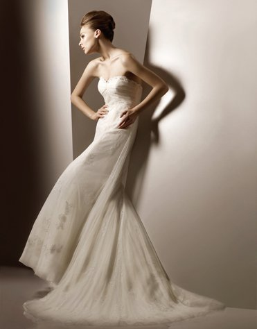 Sweetheart Strapless Appliqued Beading Tuller Wedding Dress Bridal Gown