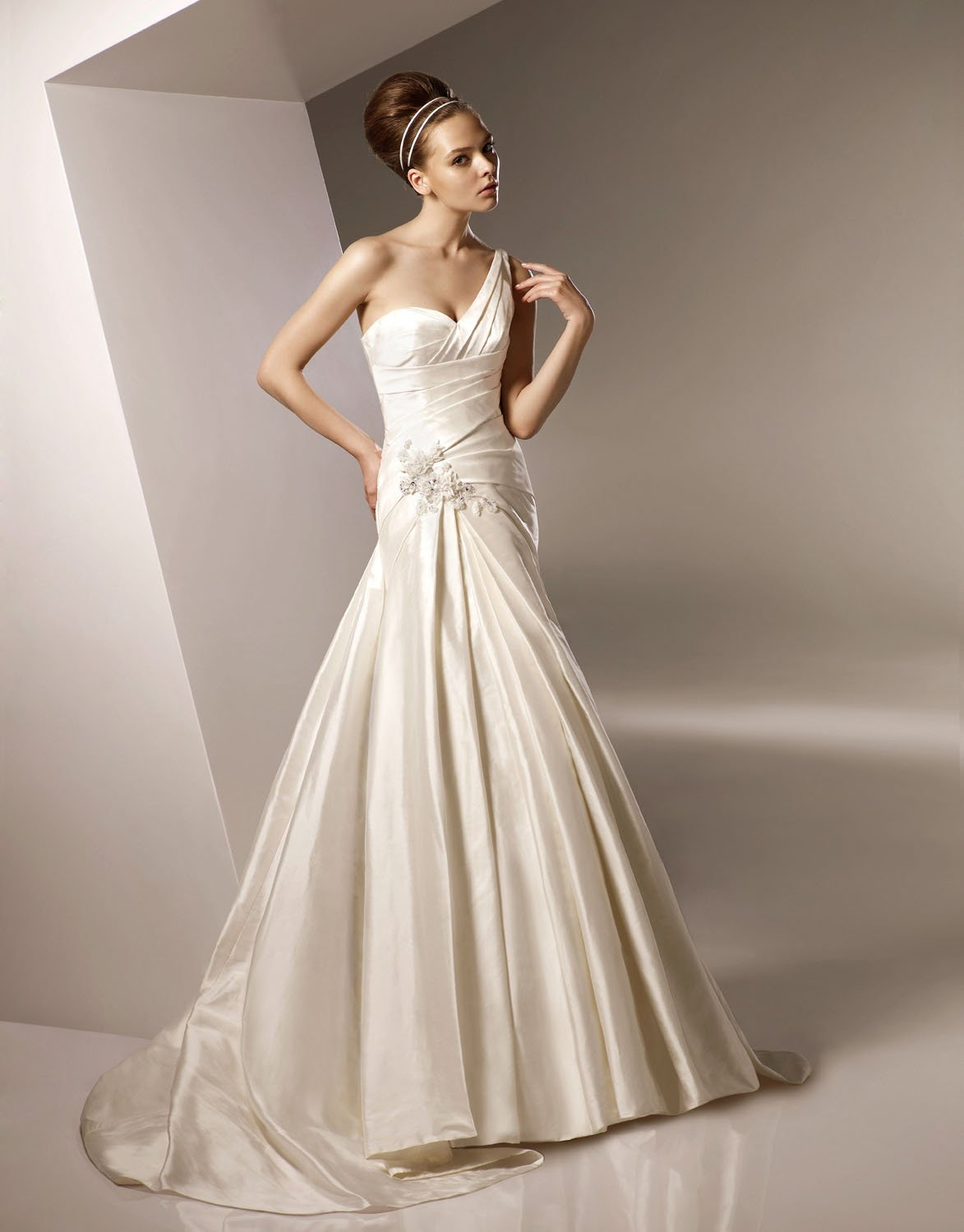 Sexy One-shoulder Sweep Train Taffeta Wedding Dress Bridal Gown
