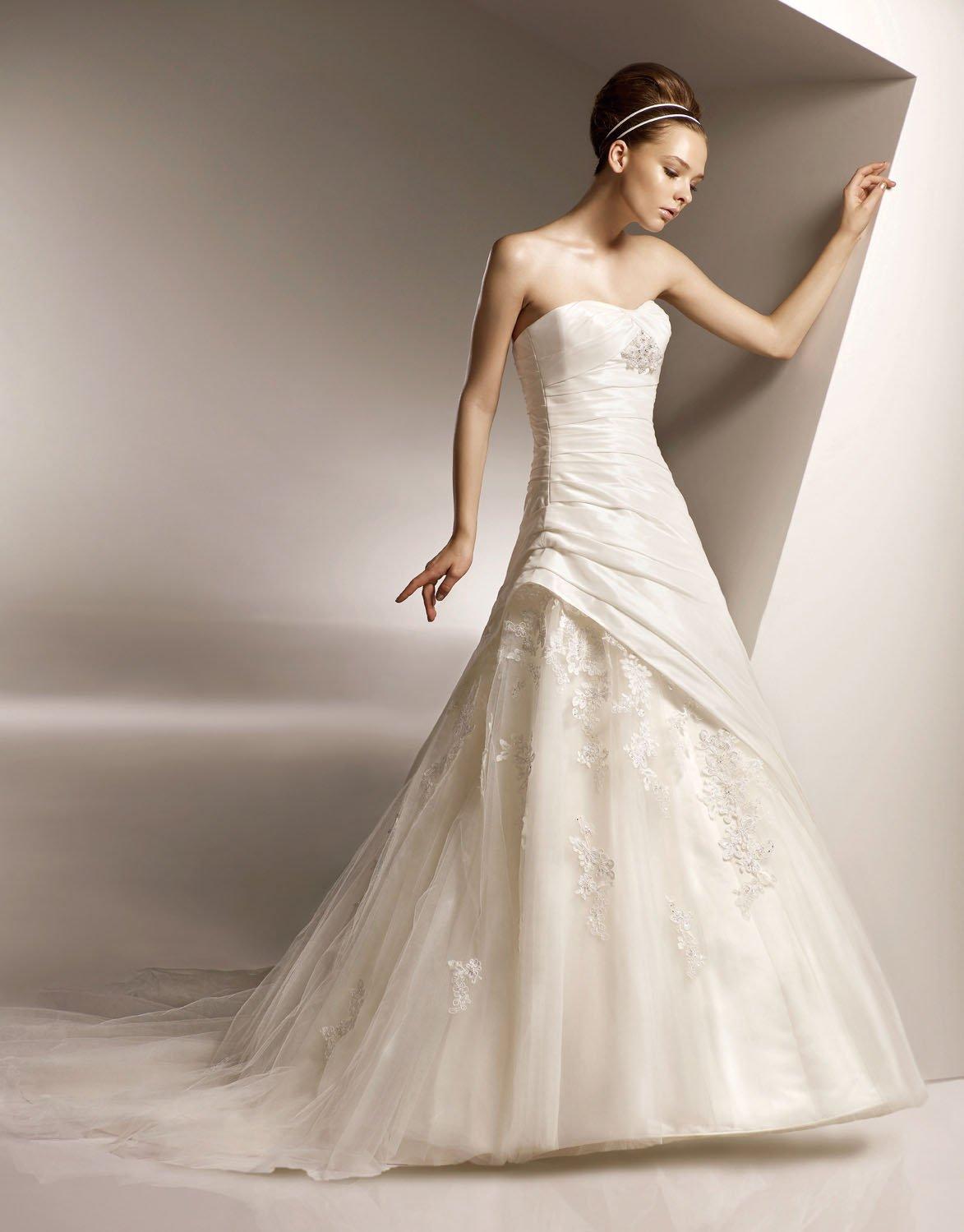 Scoop Neckline Strapless Appliqued Taffeta and Tuller  Wedding Dress Bridal Gown