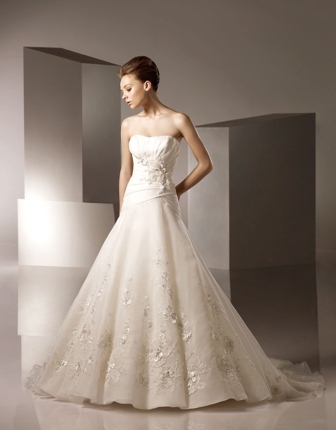 A-line Scoop Neckline Appliqued Beading Organza Wedding Dress Bridal Gown