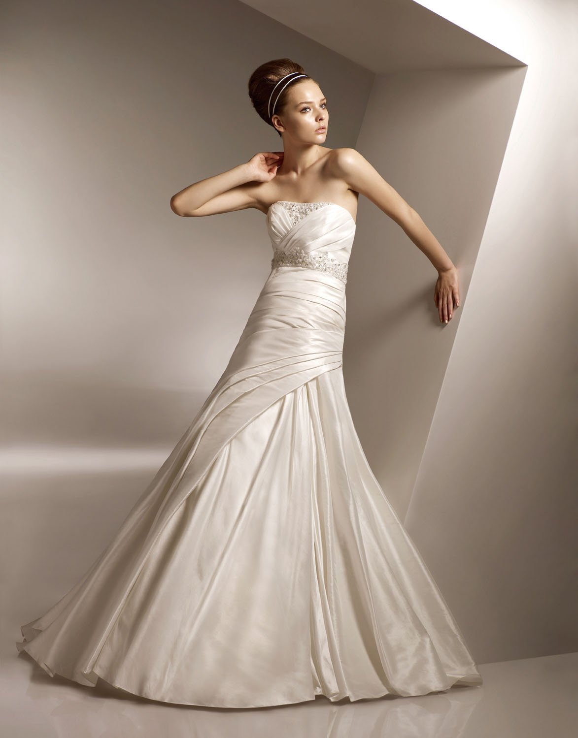 Appliqued Beading Strapless Wedding Dress Bridal Gown