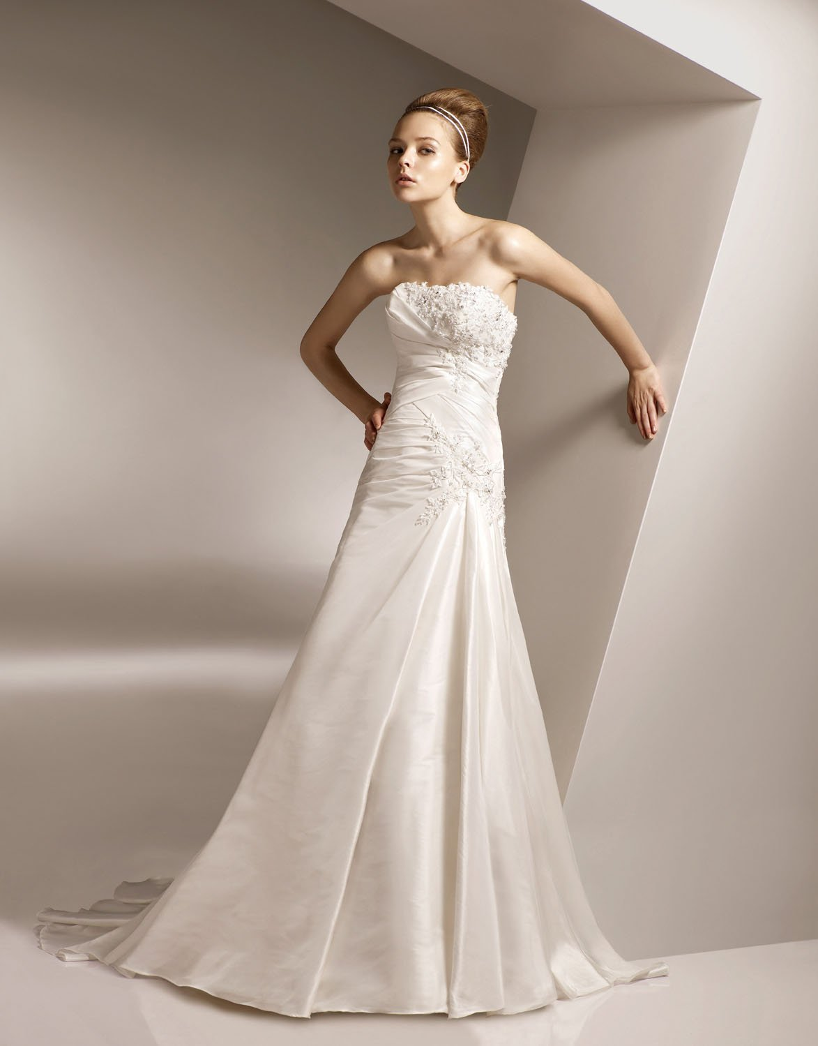 Sheath Strapless Appliqued Beading Taffeta Wedding Dress Bridal Gown