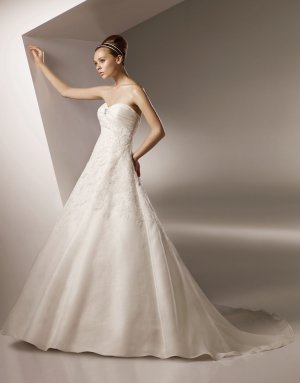 Sweetheart Appliqued Organza Wedding Dress Bridal Gown