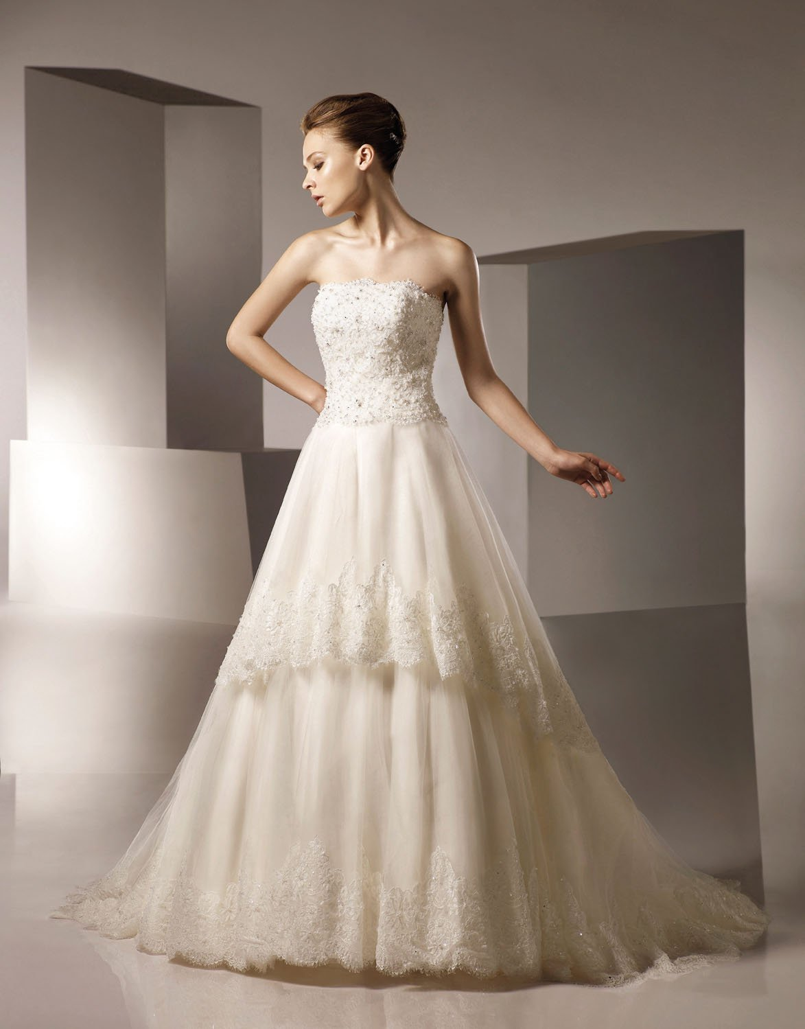 A-line Straight Neckline Appliqued Beading Tuller Wedding Dress Bridal Gown aq0028