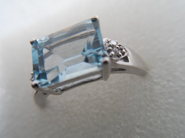 10K White Gold 0.042ctw Diamond and 2ctw Topaz Ring-Size 7-New