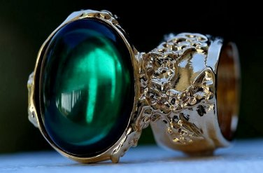 Arty Oval Ring Emerald Green Vintage Glass Gold Chunky Armor Knuckle Art Gift Statement Size 6