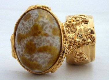 Arty Oval Ring Amber White Vintage Glass Gold Chunky Knuckle Art Statement Avant Garde Size 6