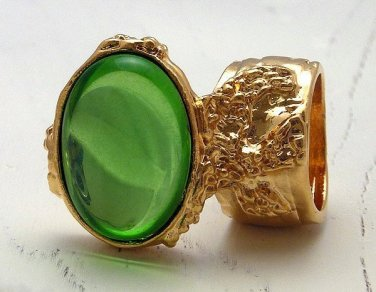 Arty Oval Ring Peridot Green Vintage Glass Gold Chunky Knuckle Art Statement Jewelry Size 5.5