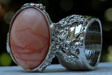 Arty Oval Ring Peach Swirl Silver Vintage Chunky Armor Knuckle Art Avant Garde Statement Size 8.5