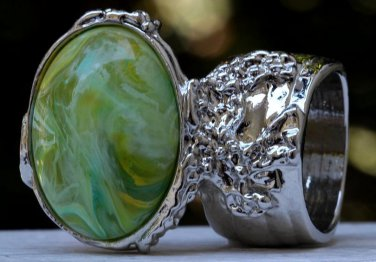 Arty Oval Ring Green Yellow Swirl Silver Vintage Knuckle Art Avant Garde Artsy Statement Size 8.5