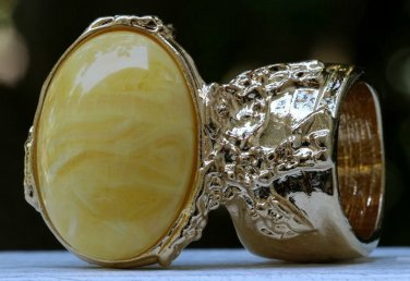 Arty Oval Ring Yellow Marble Swirl Gold Vintage Knuckle Art Avant Garde Chunky Statement Size 10