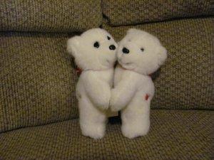 "VHTF Vintage 1989 Dakin Hugging Polar Bears Hearts On Tush Red Bows Red Velour Feet Lovey Plush 9"""