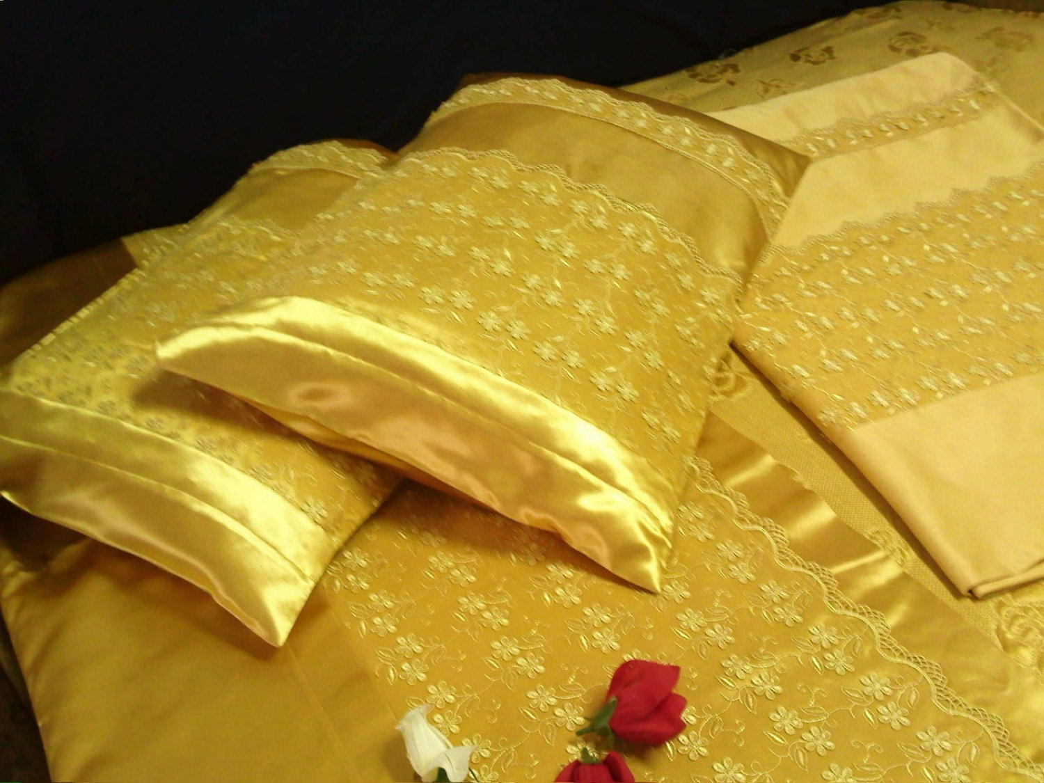 beatiful set of bedding it is really beatiful with pillow cases and linen