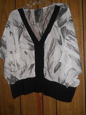 LADIES PRE-OWN PLUSSIZE TOP BLACK AND WHITE 2X NEW