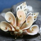 VINTAGE COSTUME JEWELRY MULTI SHELL PIN BROOCH PENDANT