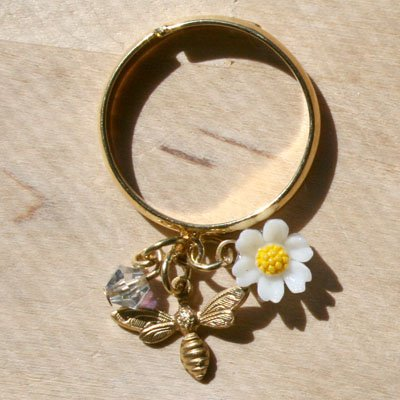 Bumble Bee Daisy Ring