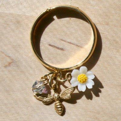 Bumble Bee Daisy Ring