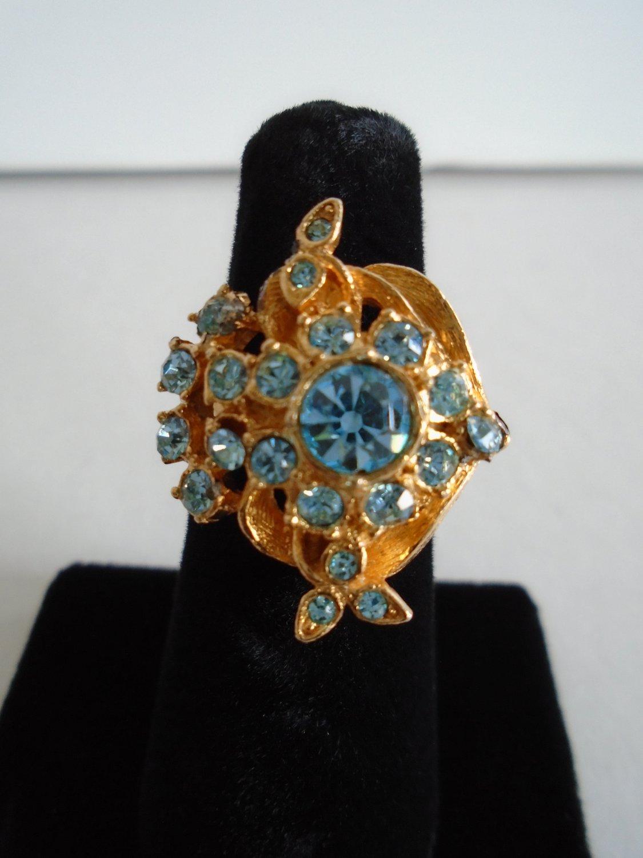 Elegant Vintage Blue Rhinestone Costume Ring in Gold Tone