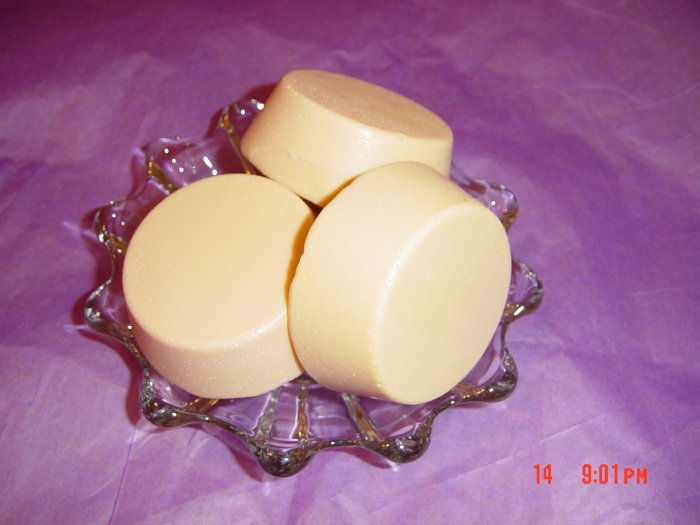 MANGO AND VANILLA Handmade Soap - 3 OZ. TART